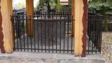 Source of water near church in Bielsk Podlaski — Stock Video