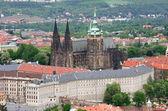Saint Vitus cathedral and Prague castle — Stock Photo