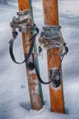 Old wooden skis in the snow — Stock Photo