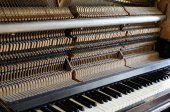 Inside the piano: string, pins and hammers — Stock Photo