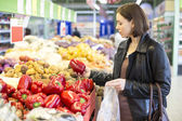 Woman buying vegetables — Stock Photo
