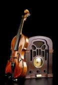 Old Radio and Violin. — Stock Photo