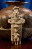 Antique Pre Columbian Female Figures — Stock Photo
