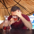 Drunk man in hotel resort bar with problems — Stockfoto
