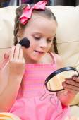 Little girl puts makeup — Stock Photo