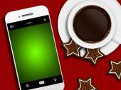 Noel kahve, kurabiye ve cep telefonu tableclo üzerinde yalan — Stok fotoğraf