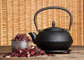 Černá konvice, ibišek čaj — Stock fotografie