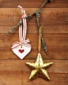 Decoração de natal com fundo de madeira — Fotografia Stock