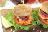 Colorful healthy delicious prawn burgers — Stock Photo