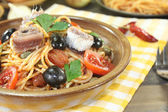 Spaghetti alla puttanesca with olives and tomatoes — Stock Photo