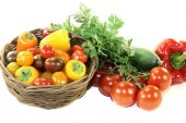 Vegetable basket with mixed colorful vegetables — Stock Photo