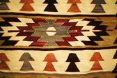 在街边市场的旧地毯 — 图库照片