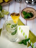 Pineapple mojito — Stock Photo