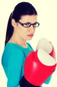 Portrait of a casual woman with boxing gloves. — Foto de Stock