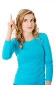 Casual woman presenting a copyspace. — Stock Photo