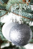 Three christmas balls hanging on a twig. — Foto de Stock