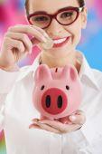 Businesswoman holding a piggybank — Stock Photo