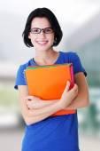 Glad student kvinna med bärbara datorer — Stockfoto