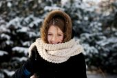 Young woman outdoor in the winter — Stock Photo
