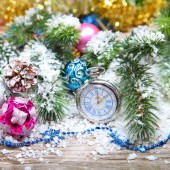 Christmas decorations and clock  in the snow — Foto de Stock