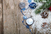 Christmas decorations and clock i — Stockfoto