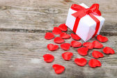 Holidays gift and red hearts — Stockfoto