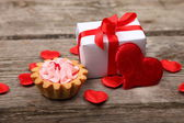 Holidays gift, cake and red heart — Photo