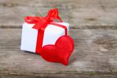 Holidays gift and red heart  — Stock Photo