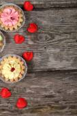 Cakes and red hearts   — Stockfoto