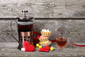 Cup of tea, cakes and red hearts  — Stockfoto