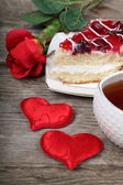 Cup of tea, piece of cake and red heart  — Zdjęcie stockowe