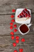 Cup of tea, piece of cake and red heart — Stock Photo