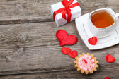 Cup of tea, cake and red heart  — Stockfoto