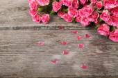 Bouquet of pink roses and hearts  — Stock Photo