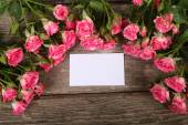 Bouquet of pink roses  and greeting card — Stock Photo