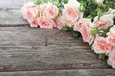 Bukett med rosa rosor — Stockfoto