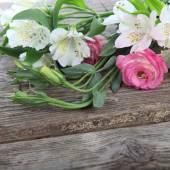Bukiet kwiatów różowe i białe — Zdjęcie stockowe