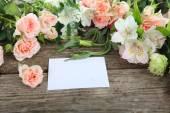 美しい花とグリーティング カード — ストック写真