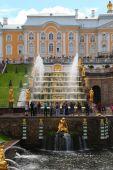 Grand cascade at Pertergof Palace.Saint-Petersburg, Russia — Stock Photo