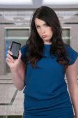 Kadın ile kırık telefon perde — Stok fotoğraf