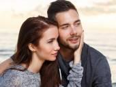 Couple attrayant sur la plage — Photo