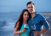 Couple drinking wine on the beach — Stock Photo
