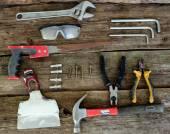 Tools auf hölzernen hintergrund — Stockfoto