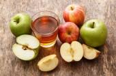 新鮮なリンゴとリンゴ ジュースのガラス — ストック写真