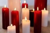 červené a bílé svíčky — Stock fotografie