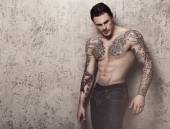 Tattooed man with perfect body — Stock Photo