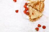 Homemade pancakes with strawberries — Stock Photo