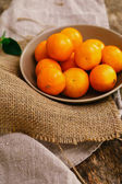 Heap of mandarins on plate — Stock Photo