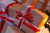 блестящие новогодняя елка с подарками — Стоковое фото