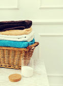 Wicked basket with clean towels — Foto Stock